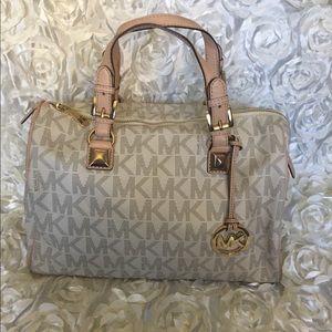 🎉🎉 Host Pick🎉Michael Kors speedy style handbag